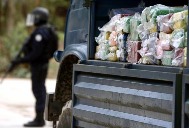 Saisie de drogue destinée à la destruction, à Dakar, en 2007.