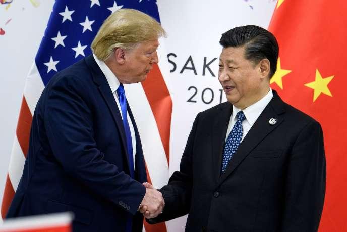 Le président chinois Xi Jinping et le president américain Donald Trump avant une réunion pendant le sommet du G20, à Osaka le 29 juin.