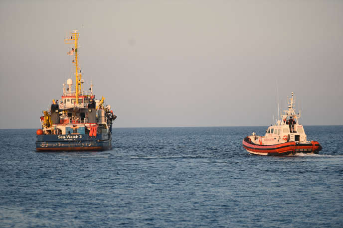 Le « Sea-Watch 3 » au large de Lampedusa,  le 29 juin 2019.