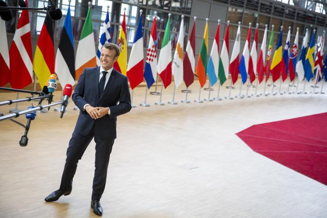 Emmanuel Macron arrive à Bruxelles, le 30 juin, pour un sommet visant à distribuer les postes clés de l'Union européenne.