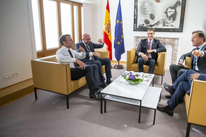 Emmanuel Macron rencontre Charles Michel, premier ministre belge, Pedro Sanchez, premier ministre espagnol, et Mark Rutte, premier ministre des Pays-Bas. À Bruxelles, dimanche 30 juin 2019.