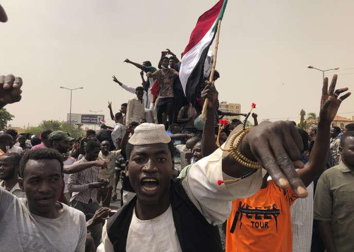 Les Soudanais manifestent le 30 juin à Khartoum.