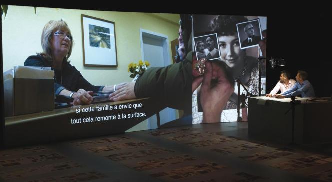 «Vies de Papier», par la compagnie La Bande passante,le21 janvier 2018 au théâtre Le Mouffetard, à Paris.