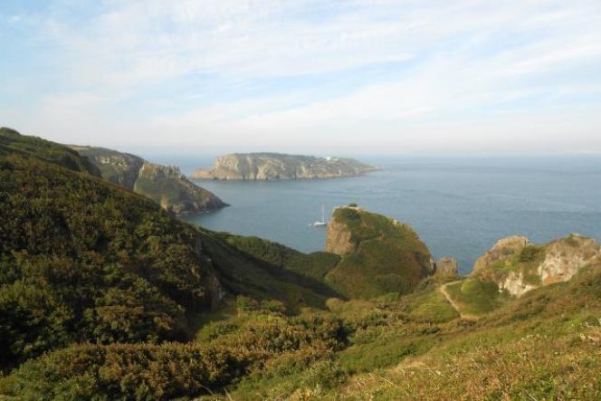 Vue sur mer depuis les îles anglo-normandes.
