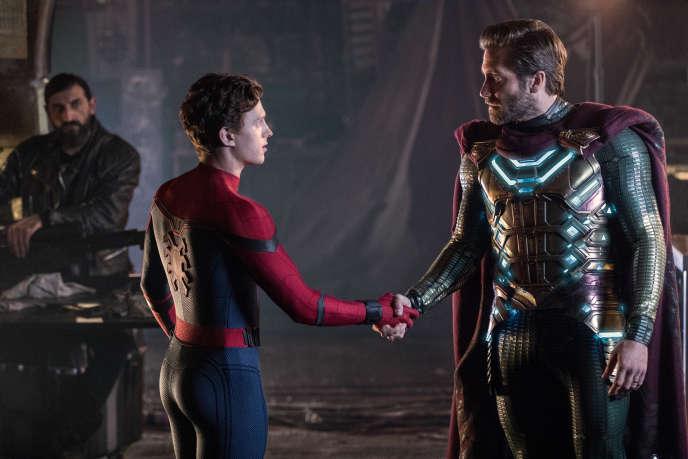 Tom Holland et Jack Gyllenhaal, respectivement Spider Man et Mysterio, dans le dernier opus des aventures de l'homme-araignée.