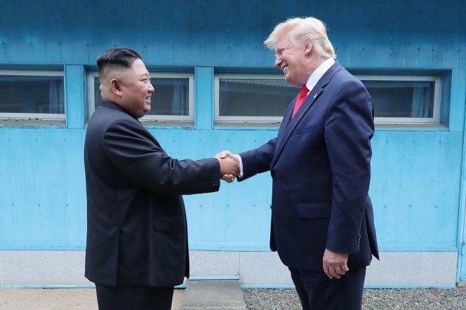 Le 30 juin 2019, les dirigeants nord-coréen et américain ont esquissé une poignée de main symbolique.