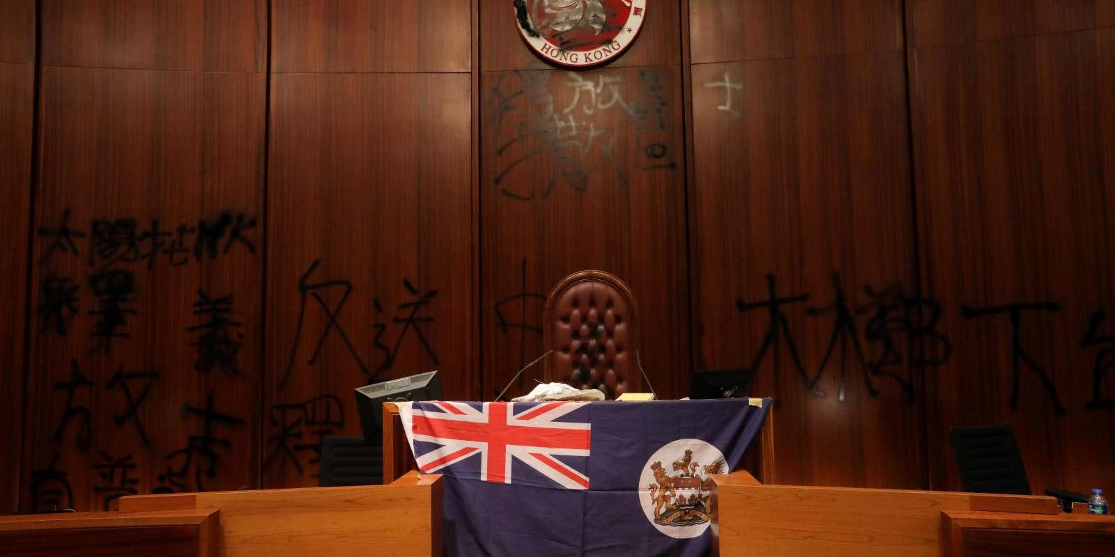 Le drapeau colonial britannique, dans le siège du Parlement, le 1er juillet.