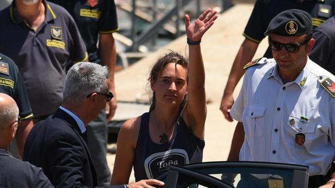 «Carola Rackete a osé défier un gouvernement qui bafoue les principes élémentaires de sauvetage et de premier accueil. Elle sauve ainsi notre honneur, l'honneur perdu del'Europe.»