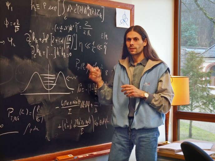 Aurélien Barrau, lors d'une conférence à l'Institut des hautes études scientifiques (IHES), à Paris, le 24 décembre 2009.