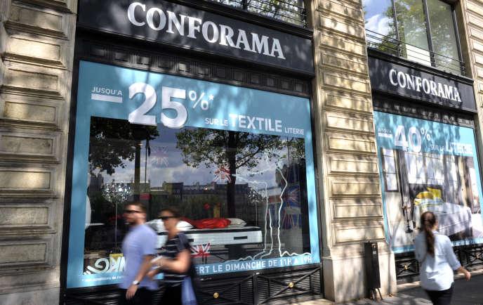 Un magasin Conforama, à Paris, en septembre 2018. Huit établissements de l'enseigne vont fermer dans la capitale.