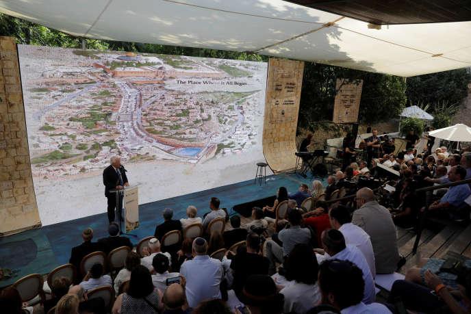 L'ambassadeur des Etats-Unis en Israël à l'inauguration d'un chantier archéologique controversé, à Jérusalem-Est, le 30 juin.