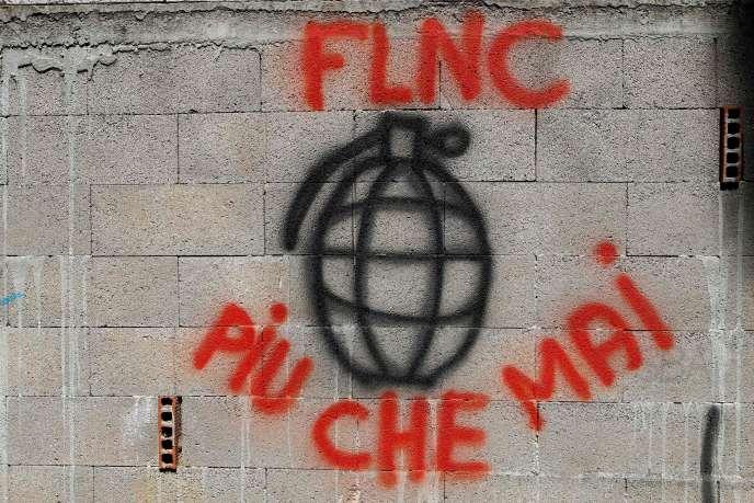 « Plus que jamais» affirme un graffiti du FLNC sur un mur du village de Sarrola-Carcopino, en Corse, le 26 juin.