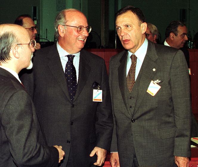 Les discussions commerciales entre l'Union européenne et le Mercosur ont commencé il y a vingt ans. Ici, les chefs de file des délégations brésilienne et uruguayenne Luiz Felipe de Seixas Corrêa et Didier Opertti Badan à Bruxelles, en novembre 1999.