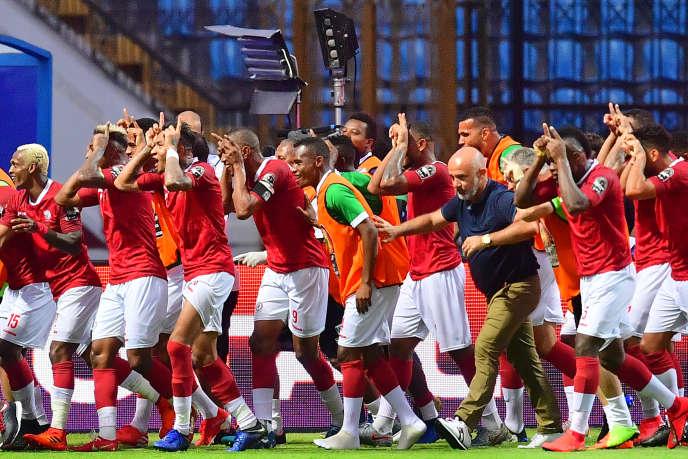 Les Zébus de Madagascar fêtent leur victoire contre le Nigeria, le 30 juin 2019, qui leur ouvre les huitièmes de finale de la Coupe d'Afrique des nations pour leur première participation.