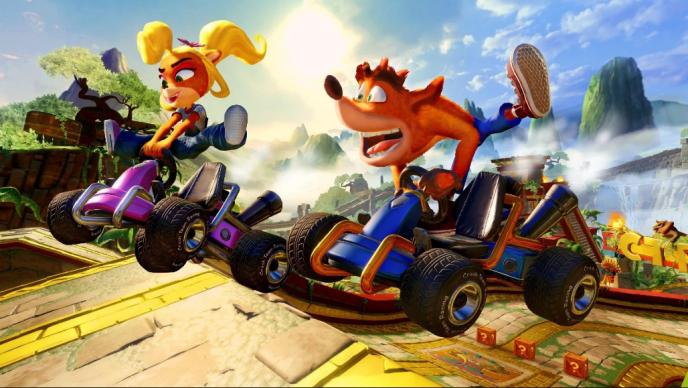 Coco et Crash Bandicoot font de la gymnastique suédoise sur kart.