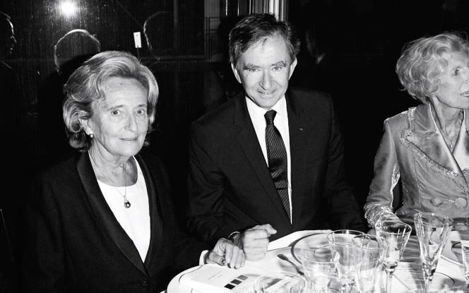 Bernadette Chirac et le PDG de LVMH, Bernard Arnault, lors d'un dîner de gala à Paris, le 3 octobre 2006.