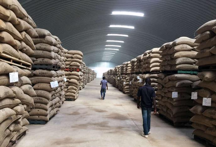 Un entrepôt du géant du négoce ivoirien Saf cacao à San Pedro, en octobre 2016.