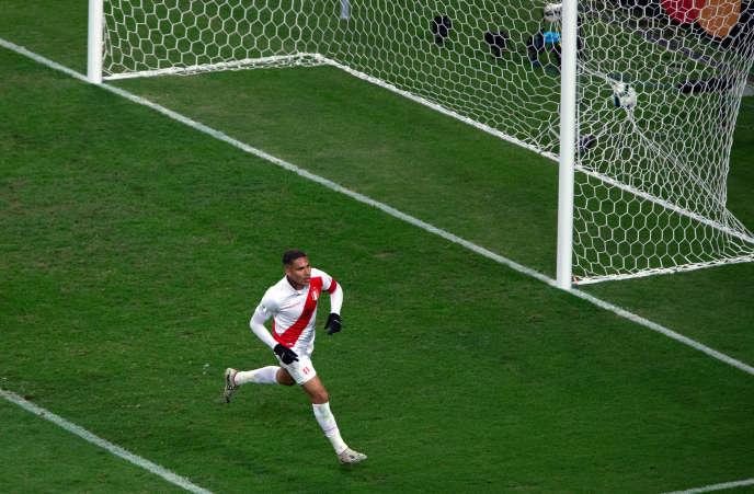 Paolo Guerrero a inscrit le troisième but du Pérou(90e), devenant le meilleur buteur en activité de la Copa América, avec 13 réalisations.