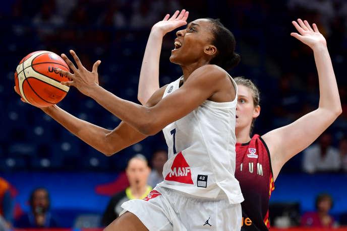 Autrice de 33 points, Sandrine Gruda a porté les Bleues vers les demi-finales.