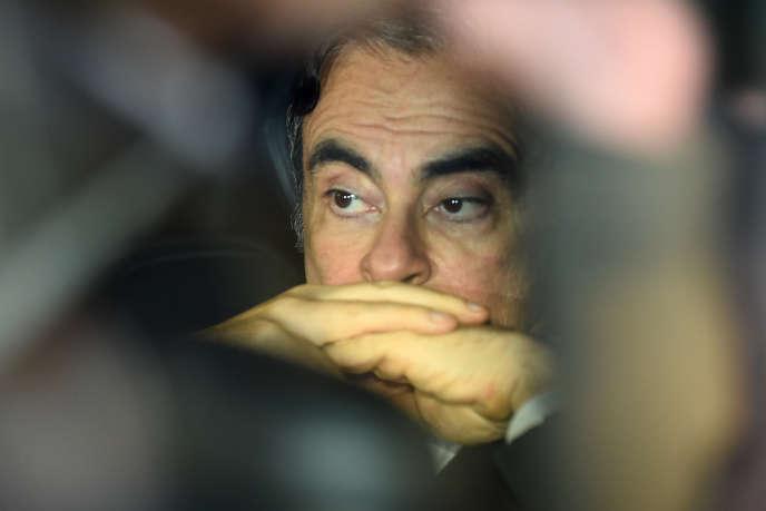 Carlos Ghosn contre-attaque en poursuivant Nissan et Mitsubishi Motors
