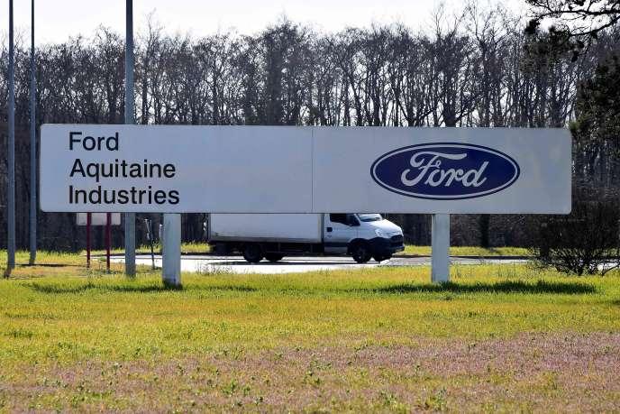 Devant l'usine Ford àBlanquefort (Gironde) en février 2019.