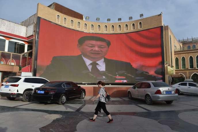 Une photo du président chinois Xi Jinping à Kashgar (Xinjiang), en juin 2019.