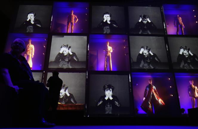 Une exposition en hommage à David Bowie au musée Martin-Gropius-Bauà Berlin, en mai 2014.