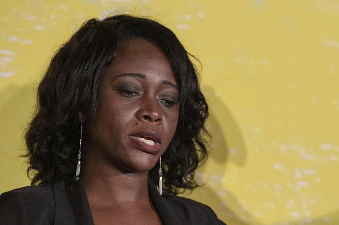 La réalisatrice américano-ghanéenne Leila Djansi est à l'origine d'une vaste campagne sur les réseaux sociaux, baptisée #DropThatChamber, contre le projet du nouveau Parlement.