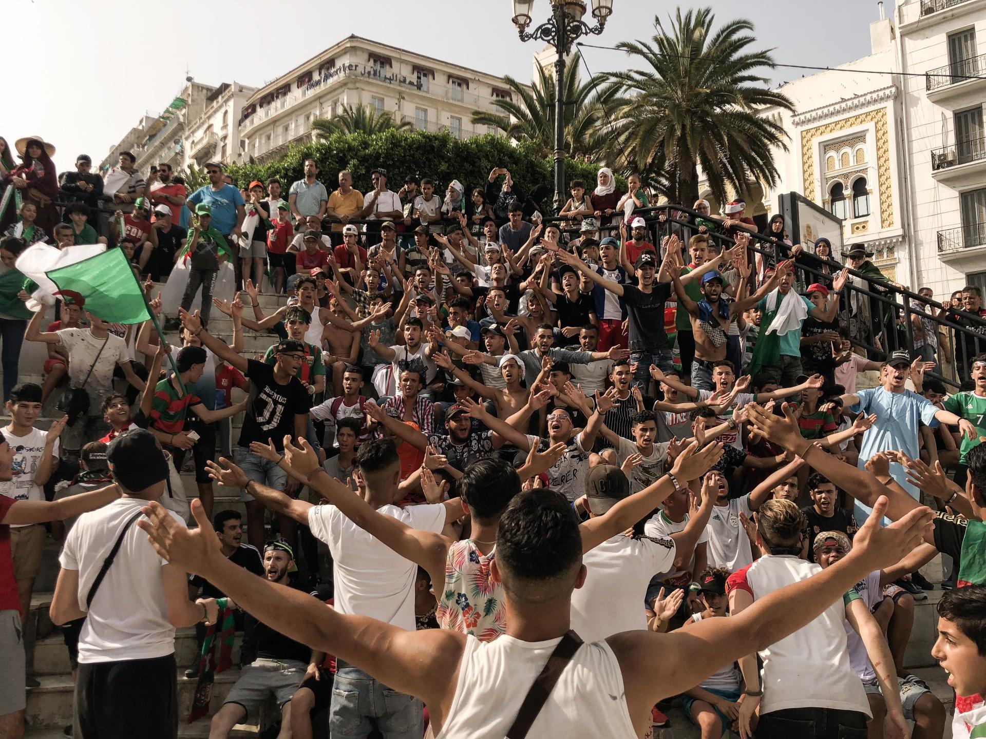 Des supporteurs du Mouloudia Club d'Alger.