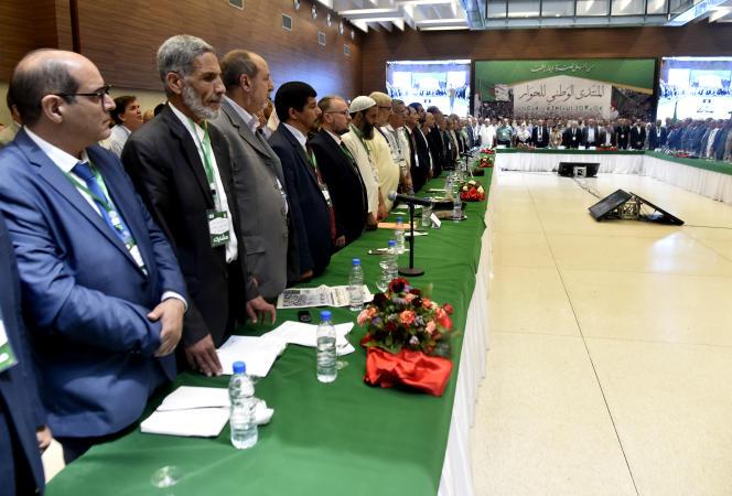 6 juillet 2019. Des membres de partis politiques algériens, des représentants de la société civile et des personnalités nationales se sont réunis pour imaginer un chemin vers une élection présidentielle. (Photo de RYAD KRAMDI / AFP)
