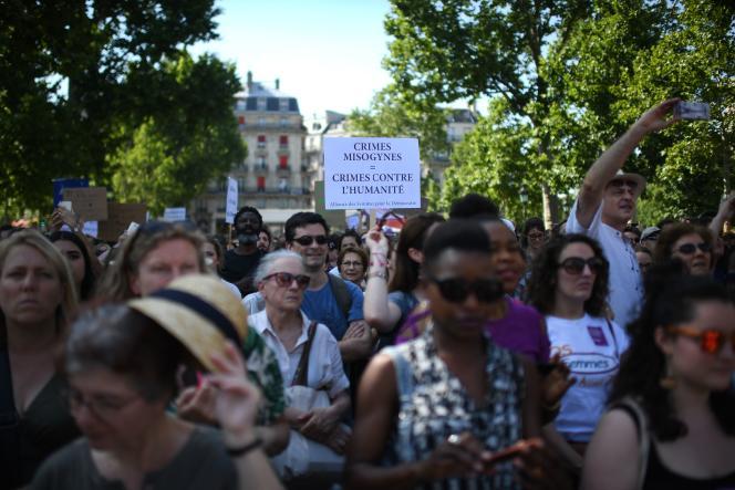 Lors du rassemblement pour demander aux pouvoirs publics de prendre « cinq mesures immédiates » pour mieux protéger les femmes des violences de leurs conjoints ou de leurs ex-conjoints.
