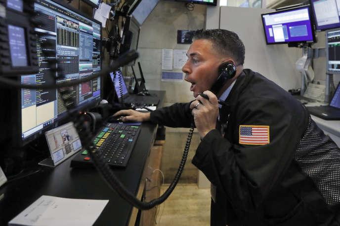 Un opérateur de marché sur le plancher de la Bourse de New York, le 1er juillet.