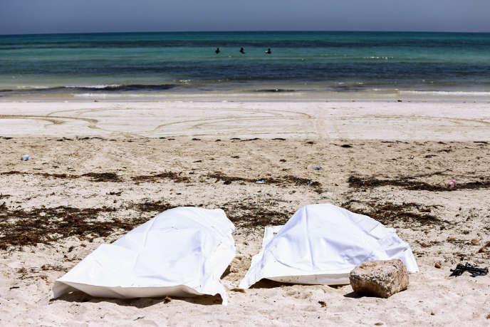 Deux corps sur une plage de Djerba, en Tunisie, le 6 juillet