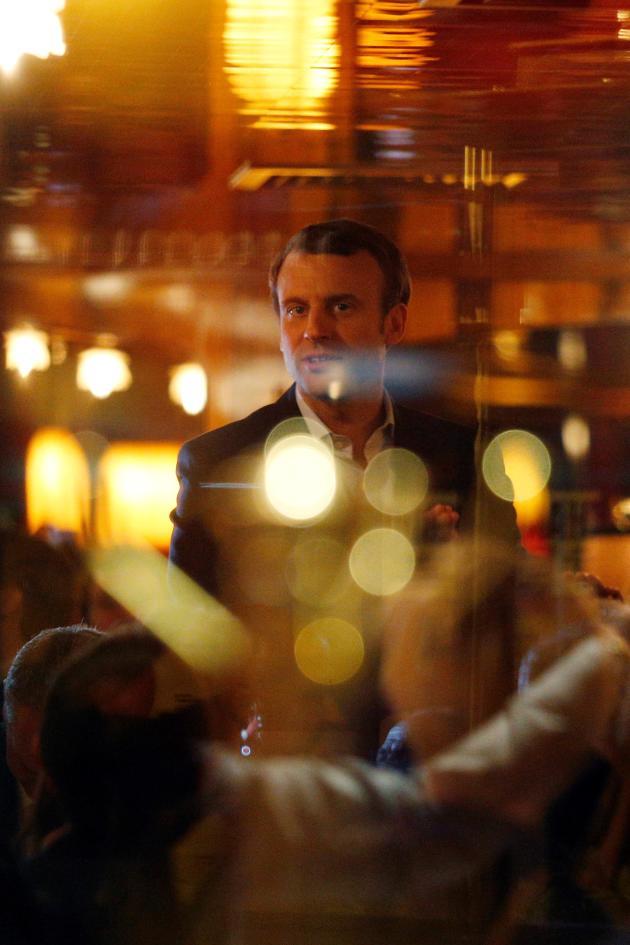 Le 23 avril 2017, à La Rotonde, Paris. Emmanuel Macron célèbre sa victoire au premier tour de l'élection présidentielle.