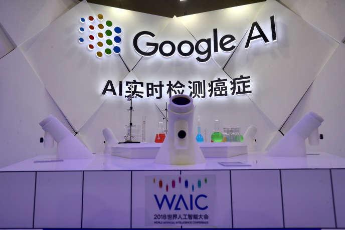Un microscope à intelligence artificielle développé par Google et présenté à Shanghaï, en septembre 2018.