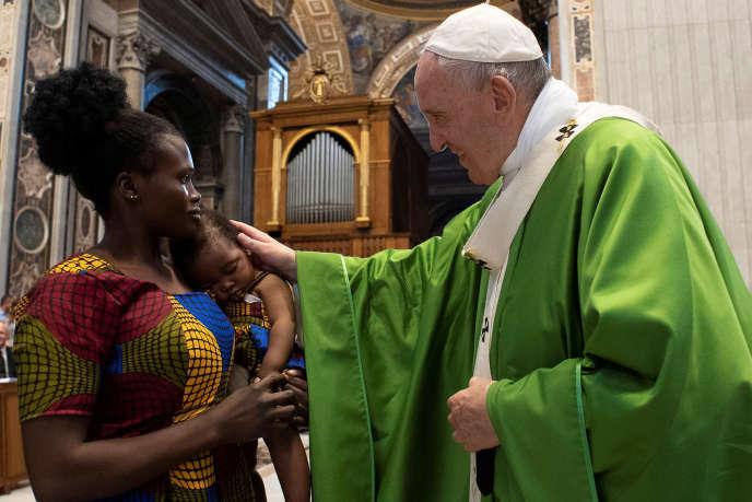 Le pape François lors de la messe « pour les migrants» donné à la basilique Saint-Pierre, à Rome, le 8 juillet 2019.