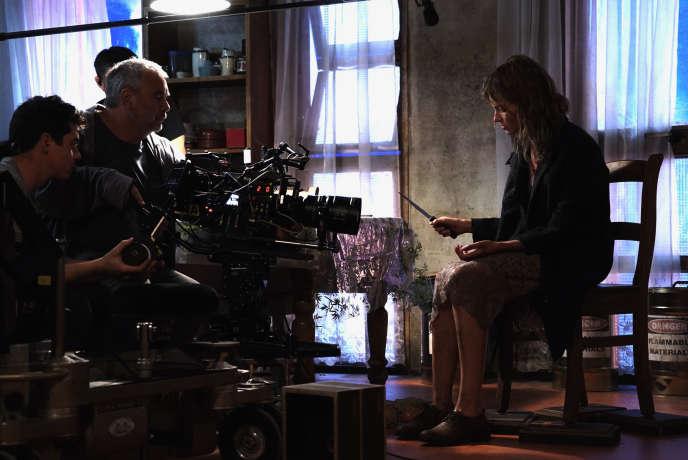 Luc Besson etSasha Luss sur le tournage de« Anna».