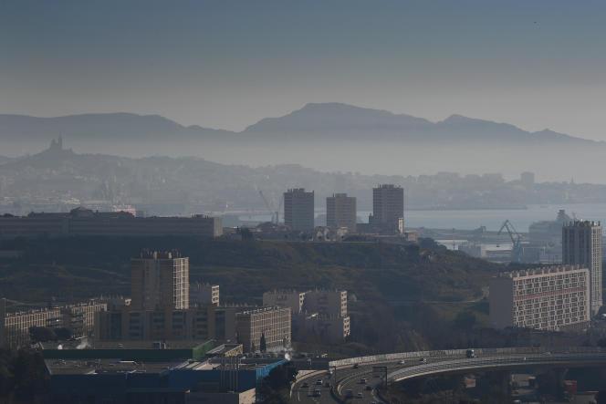 Lors d'un pic de pollution à Marseille, le 15 février.