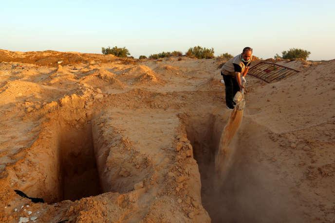 Les tombes anonymes du cimetière de Zarzis, en Tunisie, en juillet 2017.