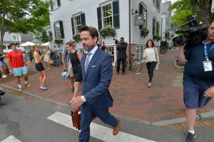 L'équipe de défense de Kevin Spacey, emmenée par l'avocatAlan Jackson, lors de son arrivée au tribunal, à Nantucket (Massachusetts), le 8 juillet.