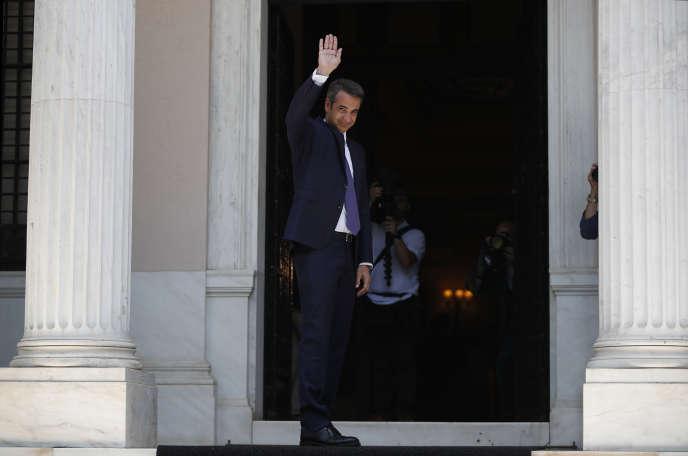 Le nouveau premier ministre grec, Kyriakos Mitsotakis, sur le perron de la villa Máximos, à Athènes, le 8 juillet.