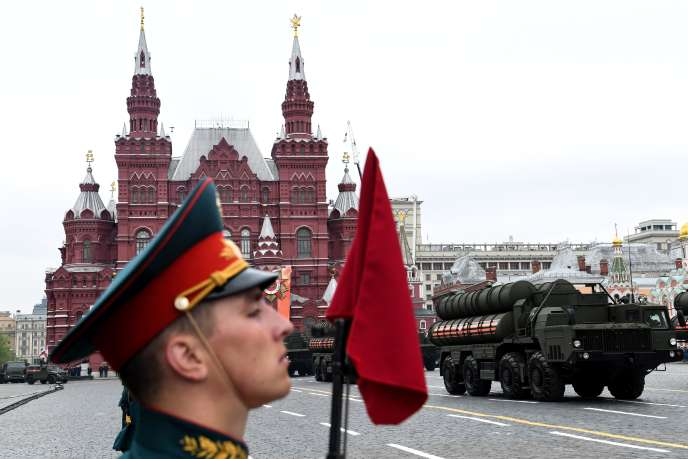 Une batterie de missiles russes S-400, en mai 2018 à Moscou, lors de la répétition d'undéfilé militaire.