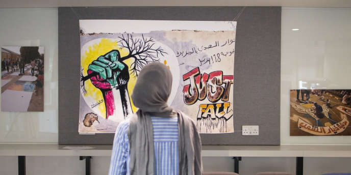 Exhibition in London of the photographs of the drawings and slogans, today mostly erased, which enamelled the demonstrations in Sudan since February 2019.
