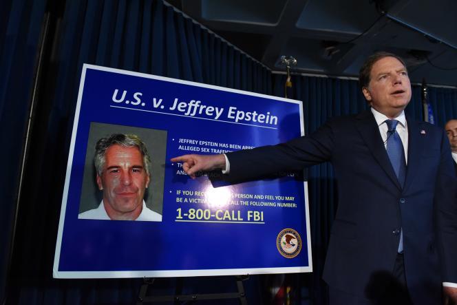 Le procureur du district sud de New York Geoffrey Berman annonce les charges retenues contre Jeffrey Epstein, le 8 juillet.