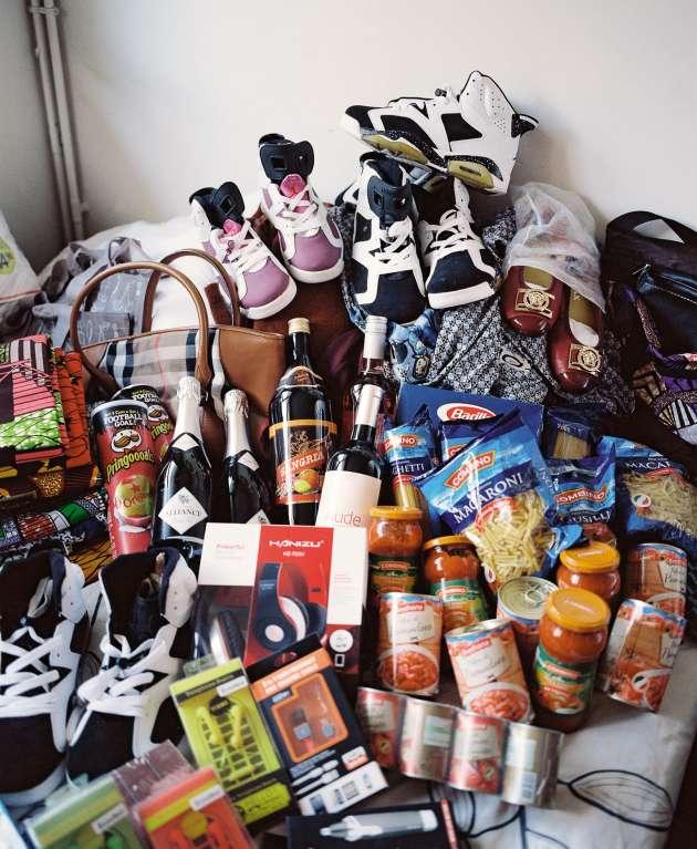 Chaussures, vêtements, sac à main, mais aussi pâtes, sauces et vin mousseux... Léontine G. guette les bonnes affaires tout au long de l'année.