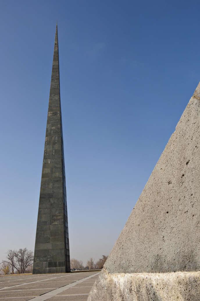 «L'exclusion du délit de négationnisme de la loi visant à lutter contre la haine sur internet est donc une conséquence des errements du parlement français en la matière.» Photo : le mémorial du genocide armenien perpetré par les Turcs en 1905, Yerevan, Arménie.