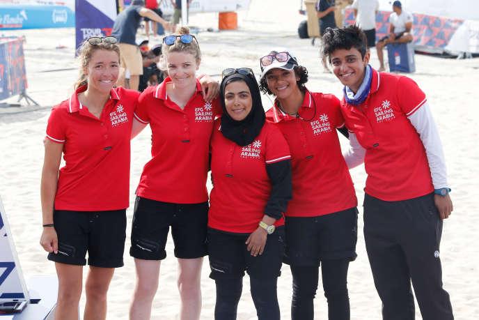 L'équipage omainais « EFG-Sailing-Arabia-The-Tour» est engagé dans le Tour Voile 2019. De gauche à droite, Audrey Ogereau, Maëlenn Lemaitre, Ibtisam Al Salmi, Marwa Al Khaifi et Tamadher Al Balushi.