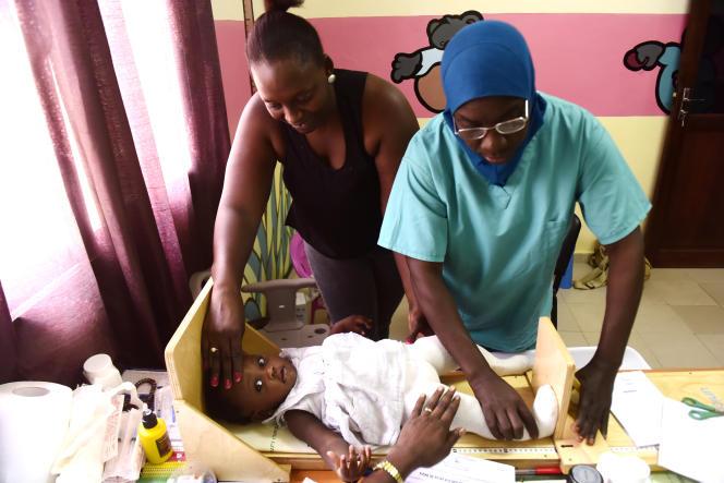 Dans un centre de protection maternelle et infantile à Dakar, en novembre 2017.