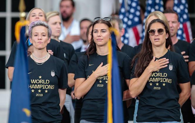 Les joueuses américaines de football, Megan Rapinoe (à gauche), Alex Morgan (au centre) et Carli Lloyd, à New York, en juillet 2019.
