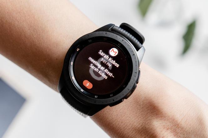Le fait de recevoir les notifications sur la montre permet d'arrêter de sortir son téléphone systématiquement pour consulter des alertes tout sauf urgentes.